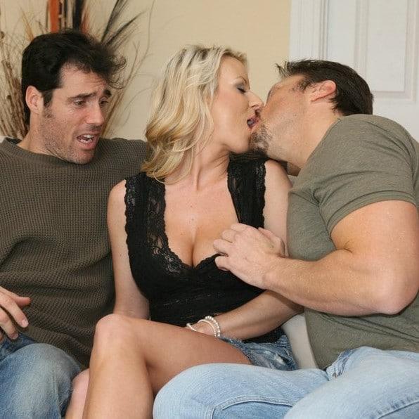 A feleség, Carolyn meglepi a férjét