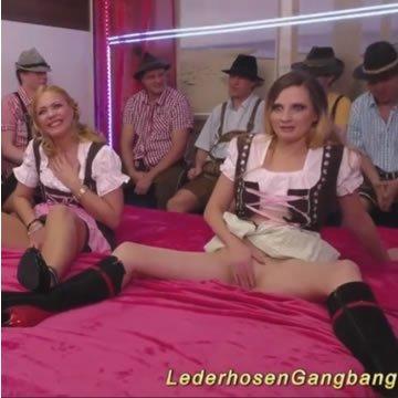 Gangbang és seggnyalás a bőrgatyásokkal