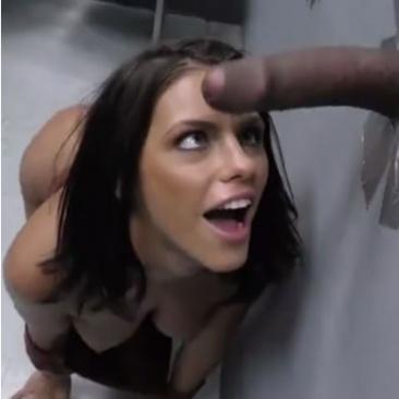 Adriana Chechik - baszás a gloryhole-ban
